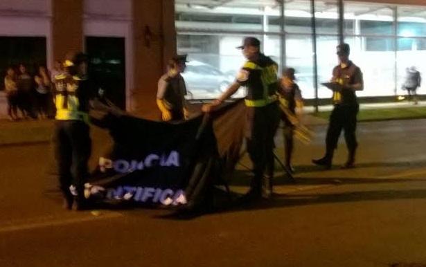 Intentan identificar a ciclista fallecido en la avenida Uruguay