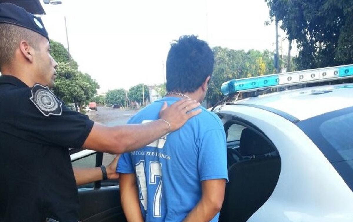 Se puso agresivo en un control policial y quiso atacar a los agentes: preso