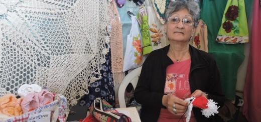Teresa Cardenas, con 66 seis años sigue tejiendo y emprendiendo