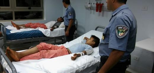 Patrulla policial le salvó la vida a dos aborígenes mordidos por una serpiente