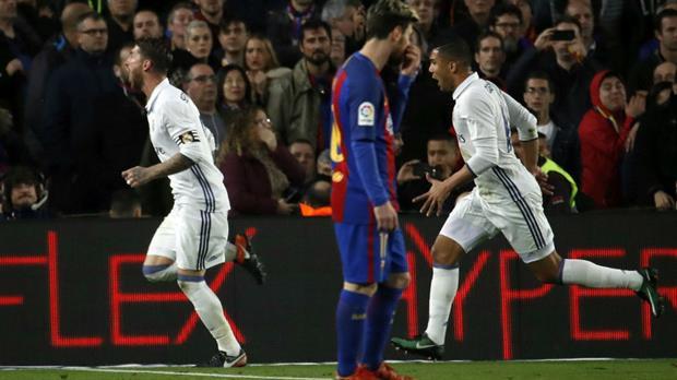 El líder Real Madrid rescata un empate agónico en el clásico con el escolta Barcelona