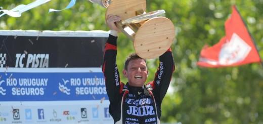 Turismo Carretera: A una vuelta, Rossi salía campeón, Ortelli rezaba y pedía un milagro y al final se le dio