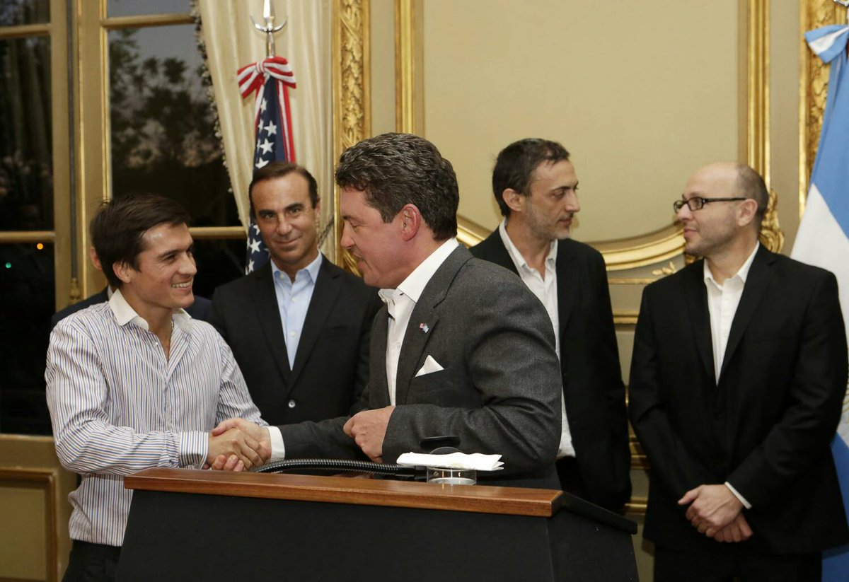 El misionero Lucas Toledo fue elegido emprendedor del año en una ceremonia en la embajada de Estados Unidos