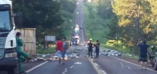 Volcó un camión con residuos patológicos en Montecarlo
