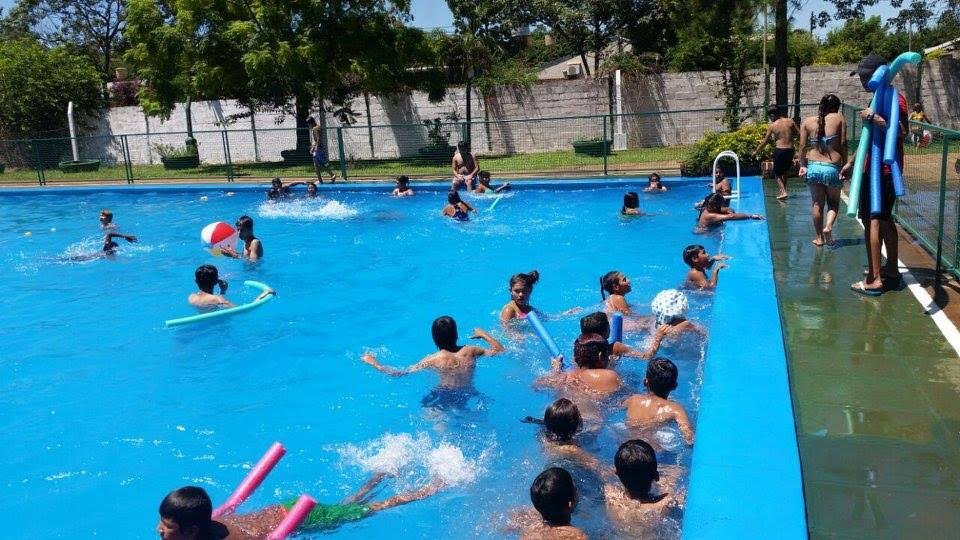 Juegos, pileta y diversión en la colonia de vacaciones del Hogar de Día de Posadas