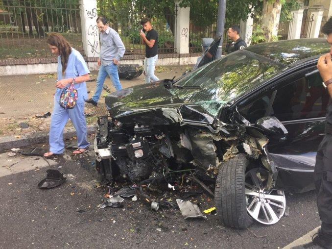 Un jugador de Vélez destrozó su auto a la salida de un boliche