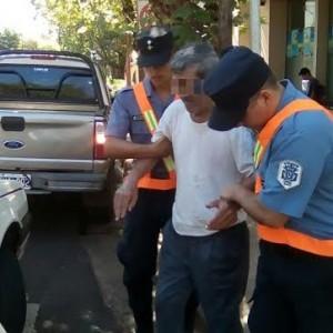 Policías socorrieron a un hombre de 67 años que se descompensó en el centro de Posadas