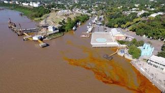 Sancionarán a la empresa Bunge por el derrame de 800 litros de aceite de soja en el Paraná