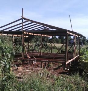 Vecinos de Pozo Azul construyen un aula satélite y piden comenzar el ciclo lectivo en ese lugar