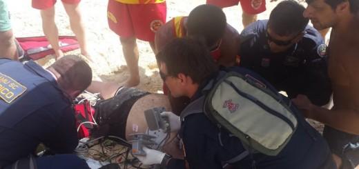 Florianópolis: Un argentino se infartó en plena Playa de los Ingleses y lo evacuaron en helicóptero