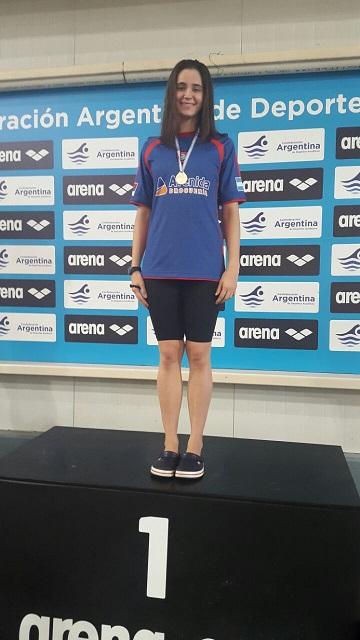 Natación: Otra medalla dorada para Astrid y Camila sorprendió a Oriana