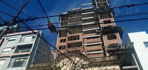 Obrero de 35 años murió tras caer desde el noveno piso de un edificio en construcción en Posadas