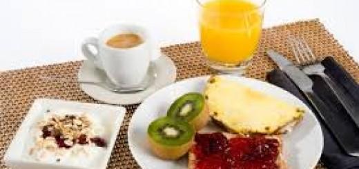 ¿Por qué desayunar ayuda a adelgazar?