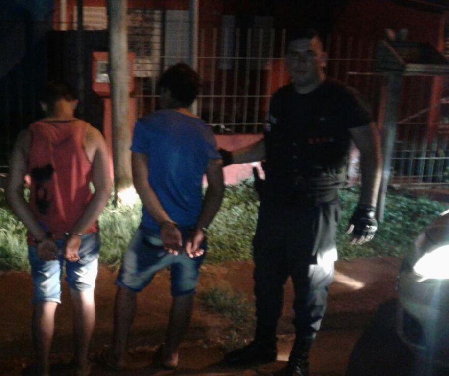 Recuperaron moto cuyo robo quedó captado en cámara de seguridad y detuvieron a dos jovencitos
