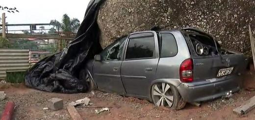 Brasil: una piedra de 70 toneladas se desprendió de un morro, aplastó a un auto y aun no la pueden remover