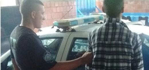 Eldorado: rescataron a un joven que se sentó en la baranda de un balcón y amenazaba con tirarse