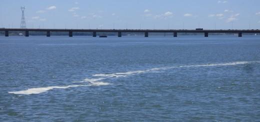 ¿Qué es la extraña mancha sobre el río Paraná?