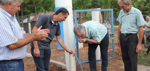Passalacqua inauguró pozo perforado y entregó útiles en Gobernador López