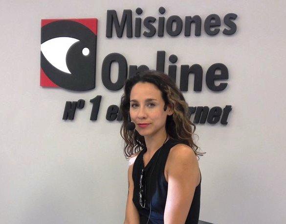 Daniela Herrero vuelve a visitar la tierra colorada