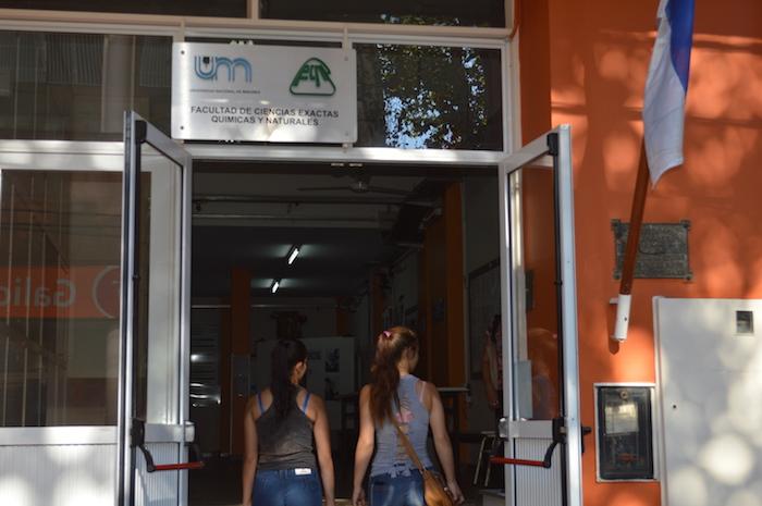 La Facultad de Ciencias Exactas Químicas y Naturales cerró las inscripciones con alrededor de 1100 aspirantes