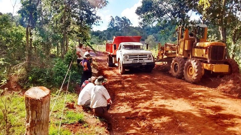 Vialidad acondiciona caminos y accesos en Pozo Azul