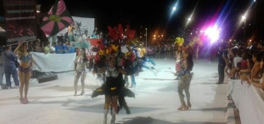 Se largaron los carnavales posadeños: once comparsas desfilan en la Costanera