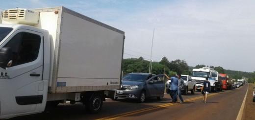 Tareferos y productores de yerba cortan la ruta en Santa Ana, Andresito, San Vicente y San Pedro