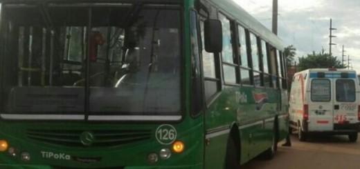 Choque de colectivos terminó con dos pasajeras hospitalizadas en Garupá