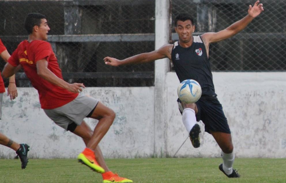 Empate sin goles entre Guaraní y Sarmiento en Villa Sarita