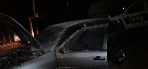 San Vicente: Se le incendió el auto y sospecha de un vecino