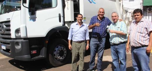 Passalacqua entregó un camión compactador a municipio de Eldorado