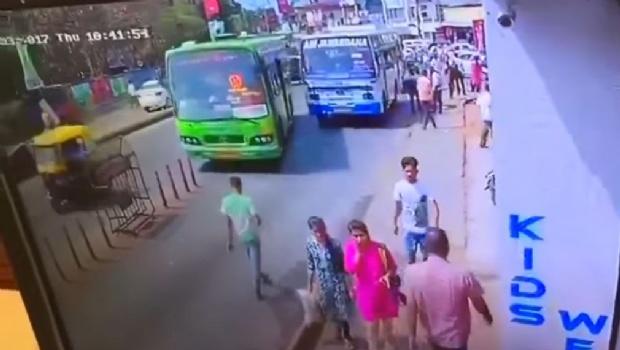 Viral: no creerás lo que le pasó por caminar mirando el celular