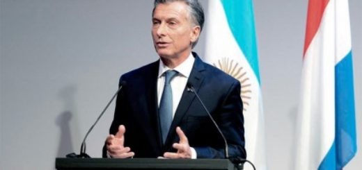 Antes de reunirse con el primer ministro holandés, Macri visitó la Corte Internacional de La Haya