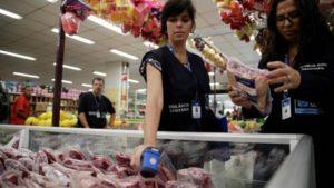 El escándalo de la carne podrida paralizó el mercado interno en Brasil: no saben a qué precio vender