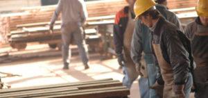 Para evitar despidos, tres fábricas de terciados iniciaron proceso de reducción horaria afectando a 400 trabajadores madereros