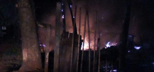 Ahora: Arden tres casas en Posadas