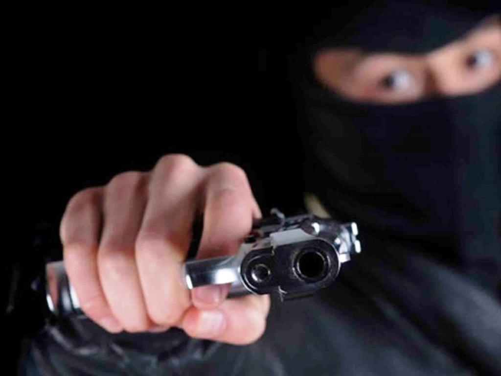 Motochorros armados amenazan a tres hermanos y luego roban 300 mil pesos de una vivienda de Oberá