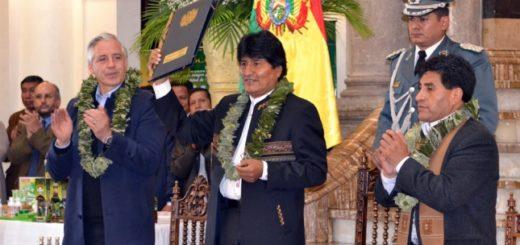 Bolivia: Polémica por nueva ley de coca que promulgó Evo Morales