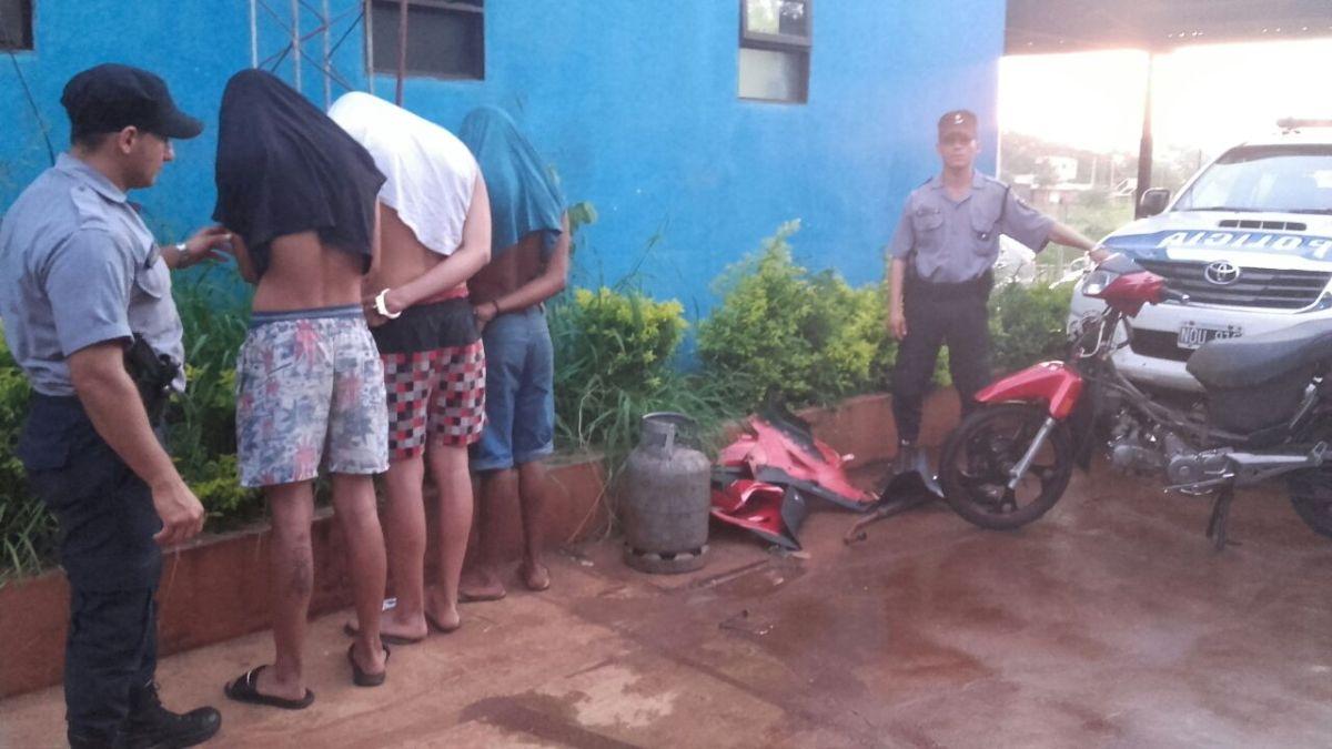 Posadas: apresan a tres jóvenes y secuestran una moto desarmada que estaba a punto de ser vendida
