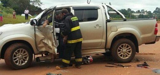 Graves lesiones sufrió un motociclista al impactar contra una camioneta en San Vicente