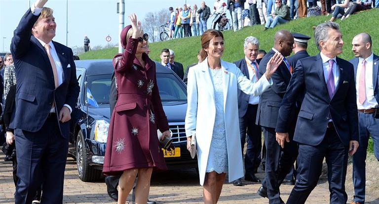 Macri finalizó su visita oficial a Holanda y regresa a la Argentina