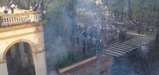Tensión en Paraguay: Represión, disturbios y heridos en Asunción