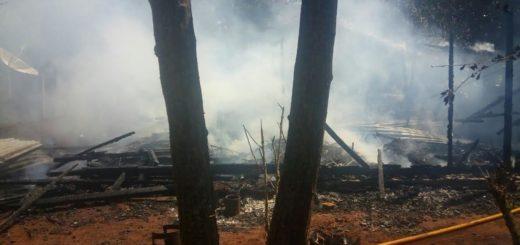El fuego consumió la totalidad de una vivienda en 25 de Mayo