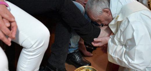 Francisco lavó los pies de 12 presos, incluido un argentino