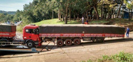 Video: Se desprendió el acoplado de un camión en la balsa San Javier-Porto Xavier y de milagro no fue una tragedia
