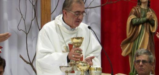 """""""Estamos llamados a amar el servicio y ser como Jesús"""", dijo el Obispo Martínez"""
