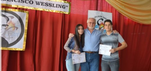 Entregaron las Becas Padre Wessling a dos alumnos del terciario del Instituto Superior Santa Catalina