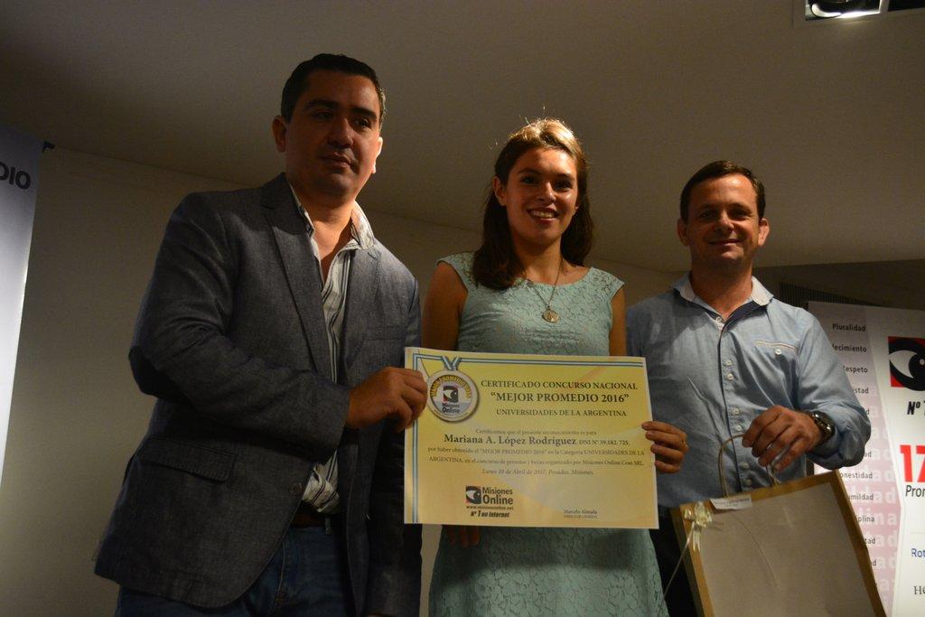 En un nuevo aniversario Misiones Online premió la dedicación y el esfuerzo de los estudiantes con mejores promedios