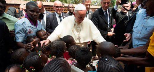 """El Papa criticó la """"dramática desigualdad entre quien tiene demasiado y quien no tiene nada"""""""