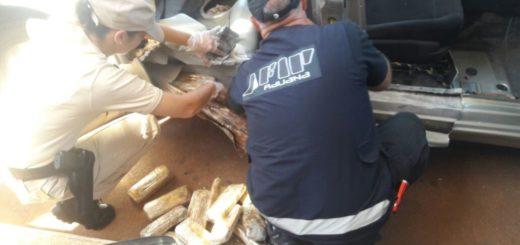 Iguazú: apresaron a un hombre que quiso ingresar al país 32 kilos de cocaína ocultos en un auto